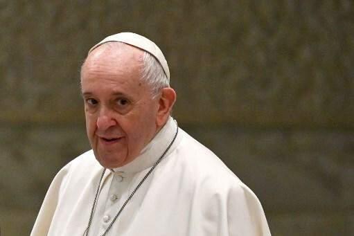 Papa Francisco recebe a primeira dose da vacina contra o coronavírus